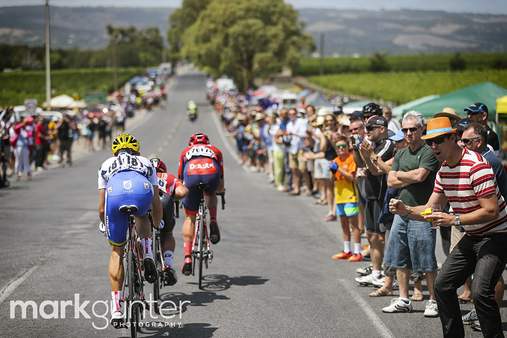 The break races in front of large crowds during stage 5 of the 2015 Tour Down Under cycling competition in Adelaide on January 24, 2015. The Tour Down Under is being held between January 18 to 25. AFP PHOTO / MARK GUNTER -- IMAGE STRICTLY RESTRICTED TO EDITORIAL USE - STRICTLY NO COMMERCIAL USE --