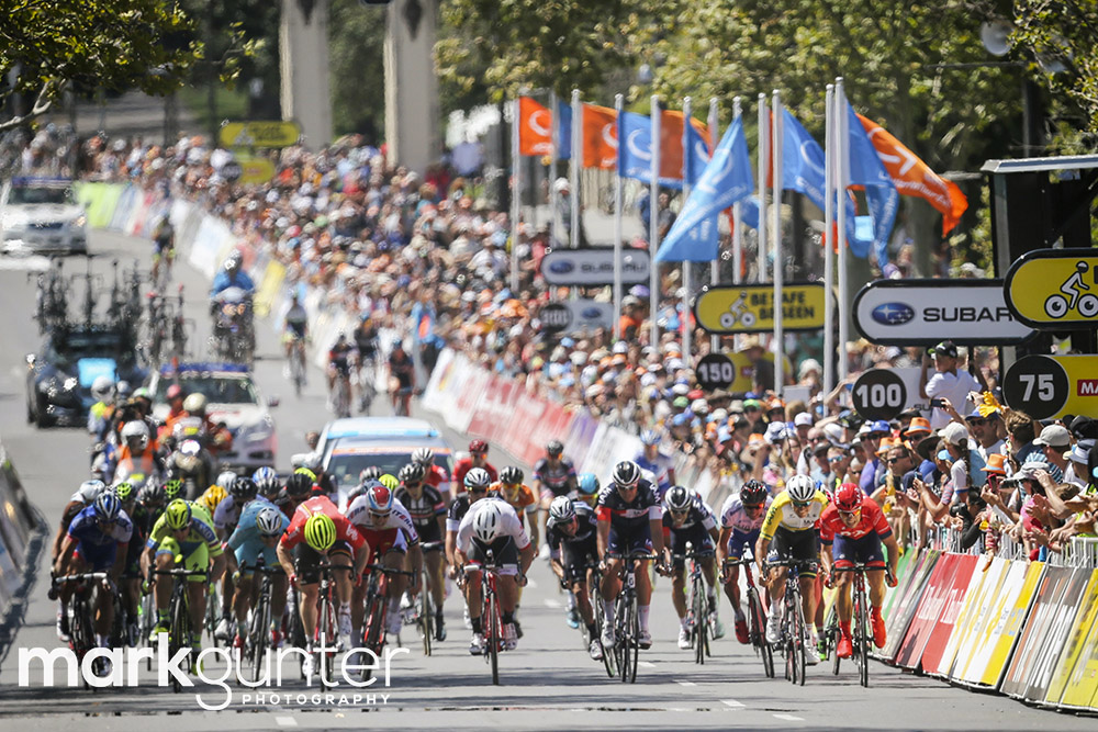 Riders sprint for the line during stage 6 of the 2015 Tour Down Under cycling competition in Adelaide on January 25, 2015. The Tour Down Under is being held between January 18 to 25. MARK GUNTER